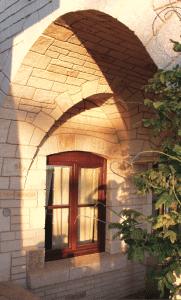 Skyline Blvd stone arch